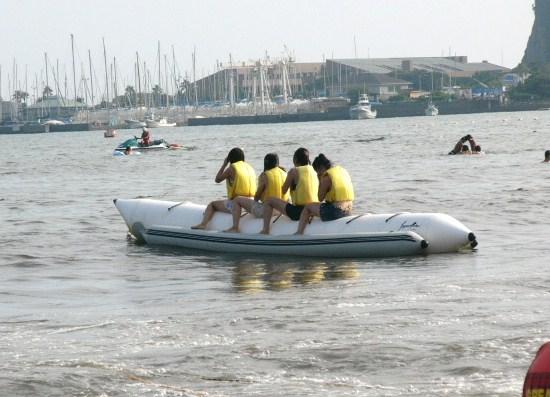 バナナボートも楽しめる