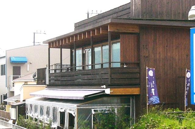 テラス席から見る江ノ島は絶景