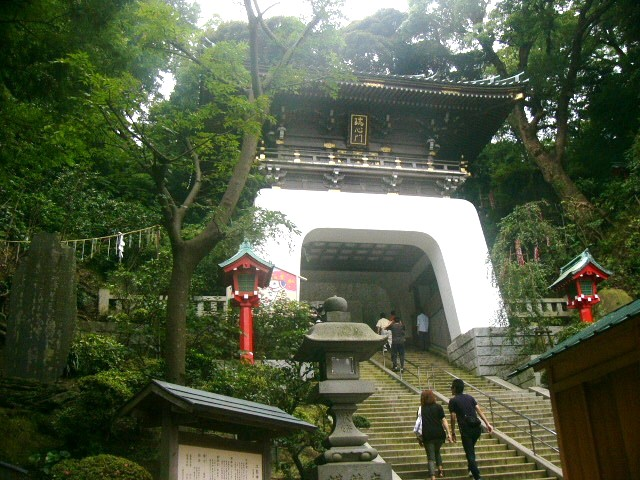 江島神社の階段はとてもきつい