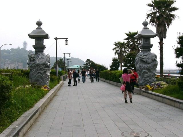 江島神社御鎮座記念龍灯篭