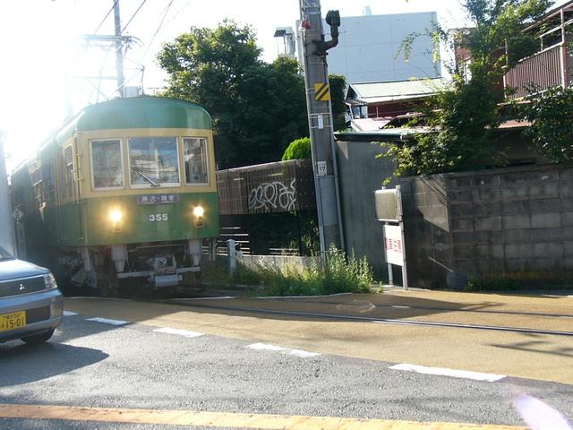 目の前を通る江ノ電